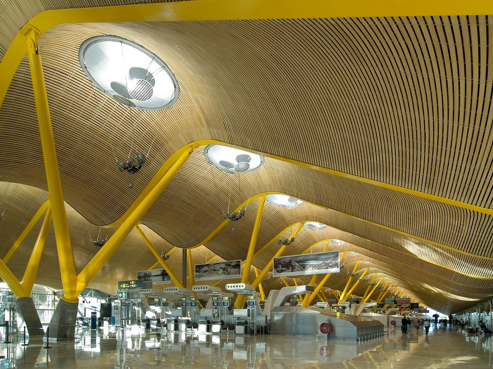 how to travel from central madrid to airport
